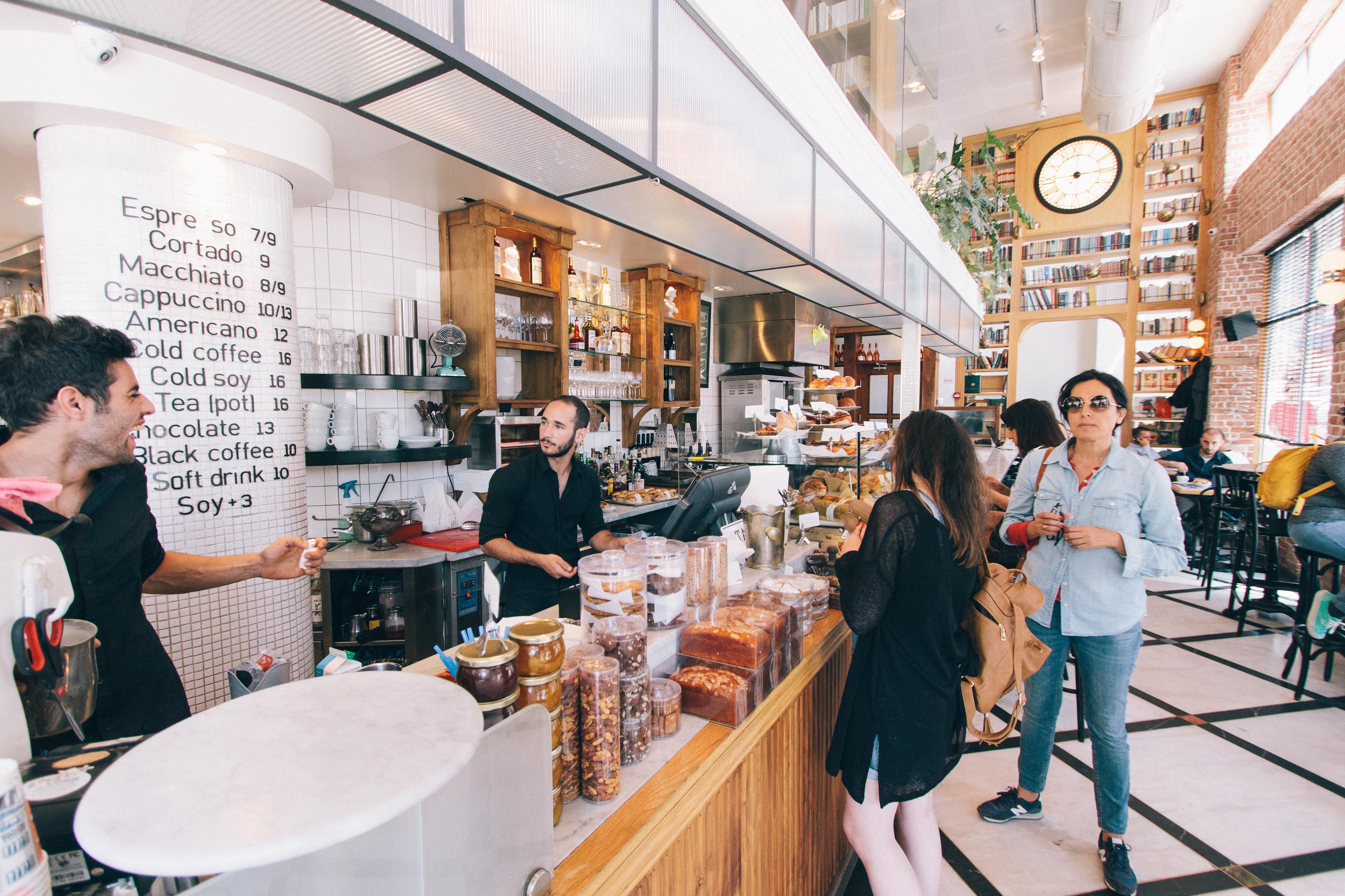 Candidatos y clientes: motivos por los que tratarlos (casi) igual
